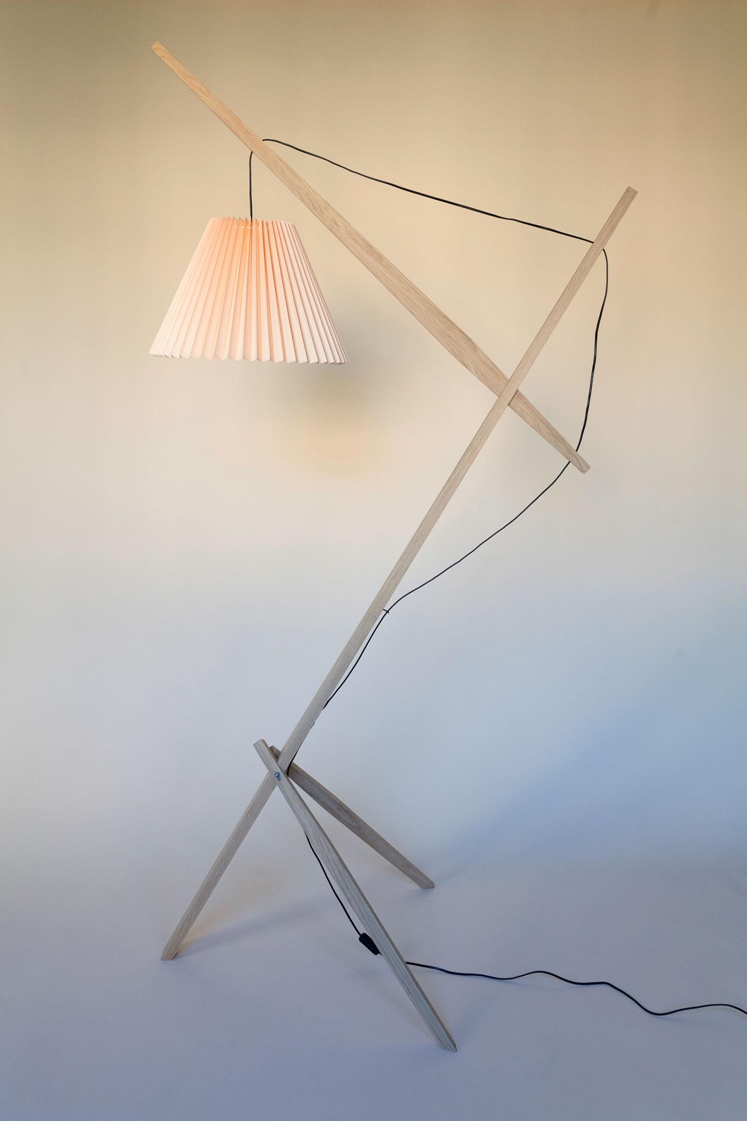 Gulvlampe kaldet Rosa lamp består af en trækonstruktion i dansk FSC-mærket eg fra et savværk i Enderslev, mens lampeskærmen i salmon – Gert lampshade – er produceret på en dansk familieejet lampefabrik. Lampen har et højt og lidt ranglet design, der måske kan skabe associationer til en giraf eller en gammel dame. Designet er let og elegant og med et fokus på ledningen, som i designs oftest gemmes væk. Rosa lanceres med 4 forskellige skærmfarver i smukke pastelagtige farver nemlig blå, mint, salmon og hvid.